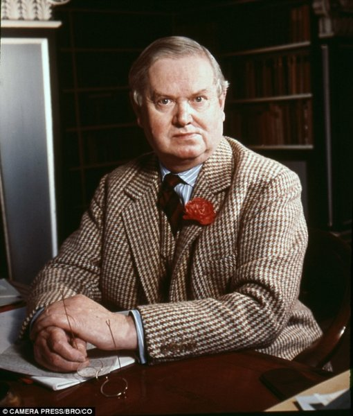 363ADEFA00000578-0-Evelyn_Waugh_not_only_wrote_like_a_dream_he_wrote_quickly_Which_-m-25_14685...jpg