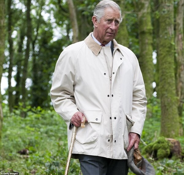 41955130-9488241-Prince_Charles_left_for_his_cottage_in_Llwynywermod_Wales_within-a-27_1618856...jpg