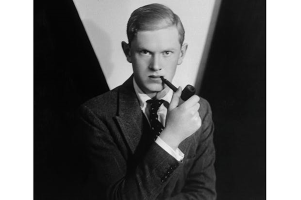 Evelyn Waugh 1920s.png