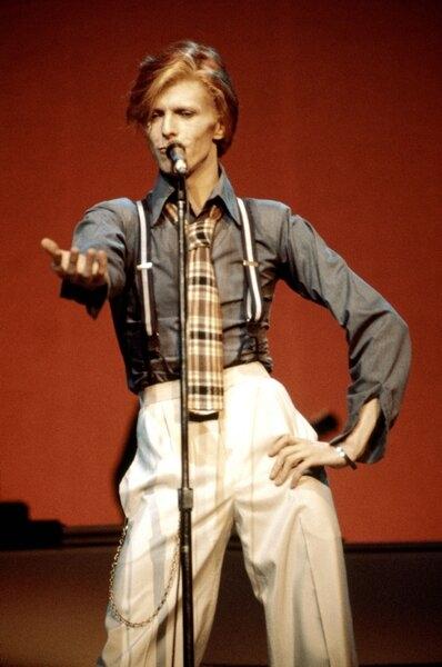 fashion-2016-01-david-bowie-annie-hall-oct-1974-radio-city-main.jpg