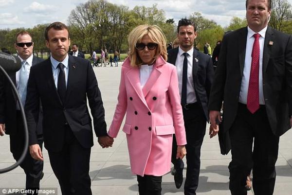 Macron4.png
