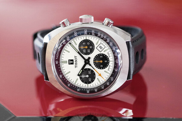 Tissot-Heritage-1973-Racing-Chronograph-3.jpg