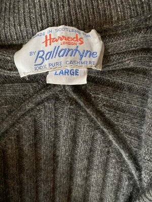 Ballantyne thick cashmere women's cardigan 3.jpg
