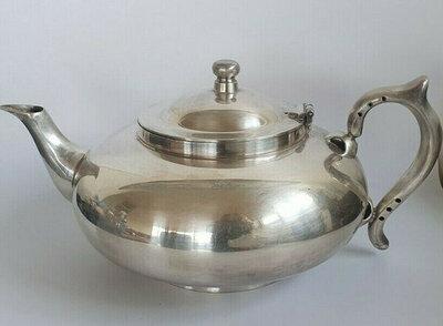 Robur teapot 1927 patented.jpg